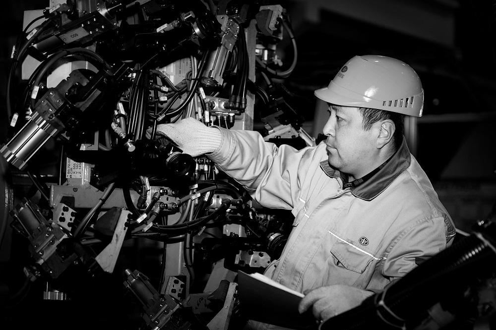 两会 全国人民代表大会代表齐嵩宇:建议加快中国智能道路网建设